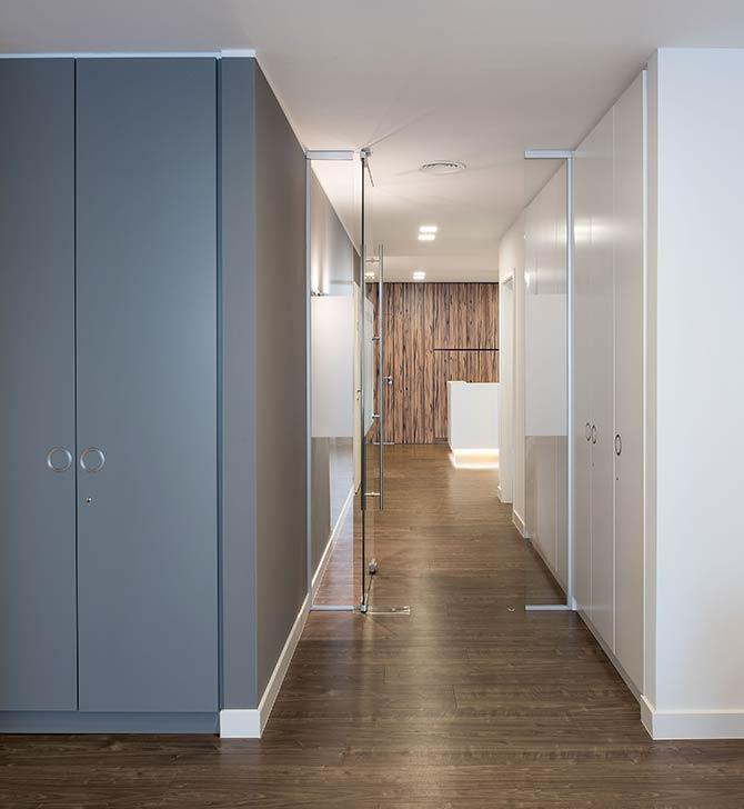 Innenarchitekt-Duesseldorf-Praxisflur-Dr-Hofmann