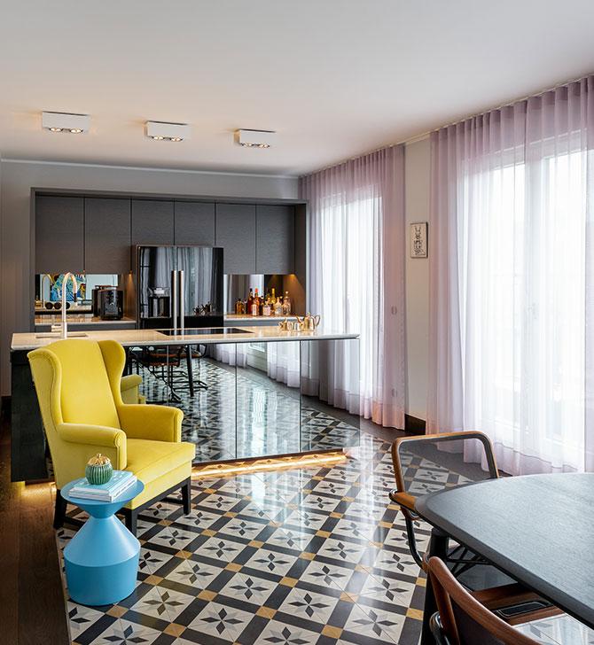 Design-Küche mit unterleuchteter Theke von Innenarchtitekten