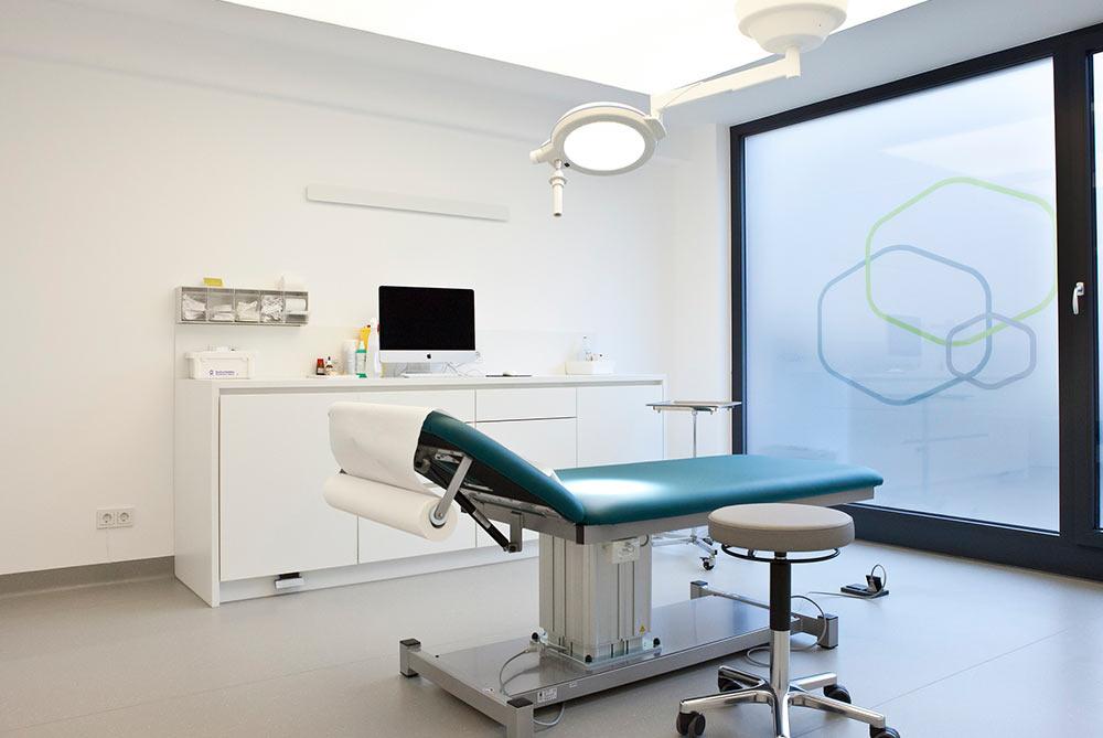 Innenarchitektur-NRW-Behandlungszimmer-Praxis-Dr-Kanja